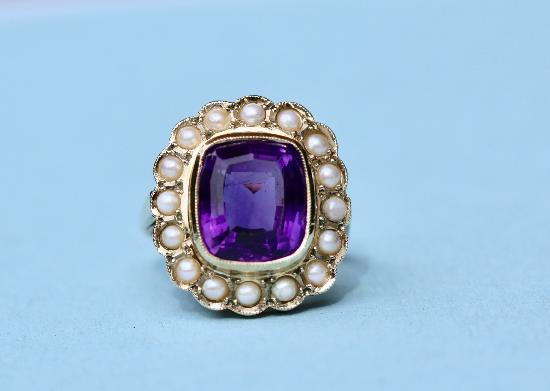 AMETHYST AND PEARL RETRO COCKTAIL RING