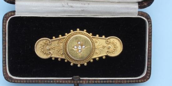 ANTIQUE DIAMOND AND PEARL BAR BROOCH