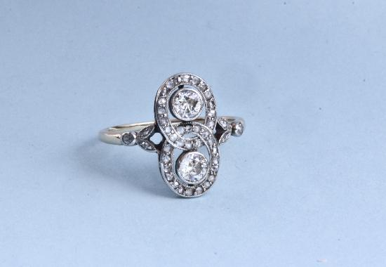 ANTIQUE DIAMOND ENGAMENT RING.