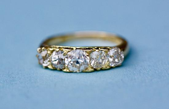 ANTIQUE ENGAGEMENT RING OLD-CUT DIAMONDS