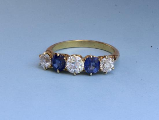 ANTIQUE SAPPHIRE AND DIAMOND RING