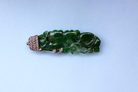 ART DECO JADE AND DIAMOND BROOCH