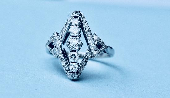 ART DECO PLATINUM FRENCH DIAMOND ENGAGEMENT RING