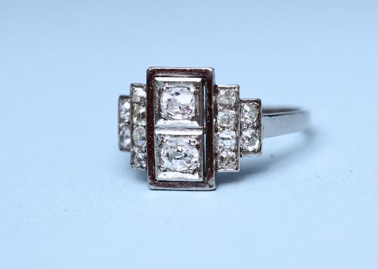BEAUTIFUL ART DECO FRENCH PLATINUM ENGAGEMENT RING