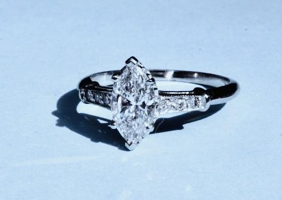BEAUTIFUL MARQUISE DIAMOND ENGAGEMENT RING