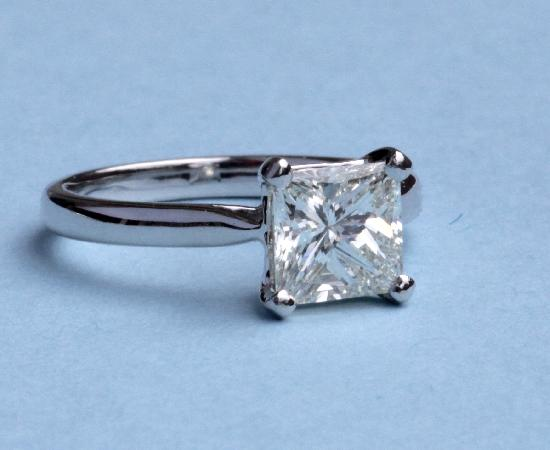 BEAUTIFUL PRINCESS CUT DIAMOND ENGAGEMENT RING.