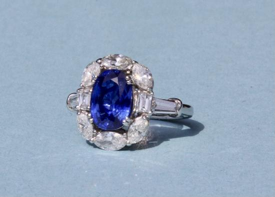 BEAUTIFUL VINTAGE SAPPHIRE AND DIAMOND ENGAGEMENT RING