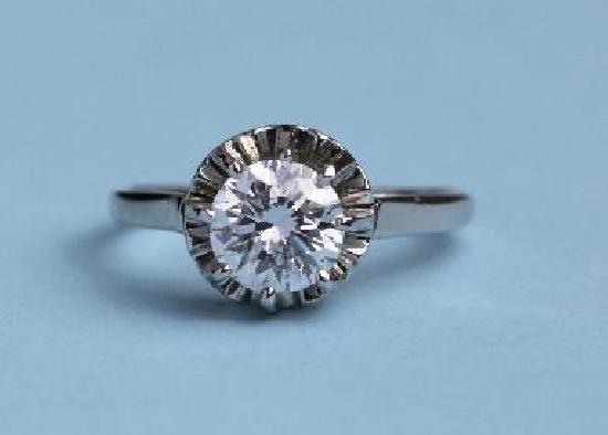 DIAMOND SOLITAIRE ENGAGEMENT RING  F COLOUR