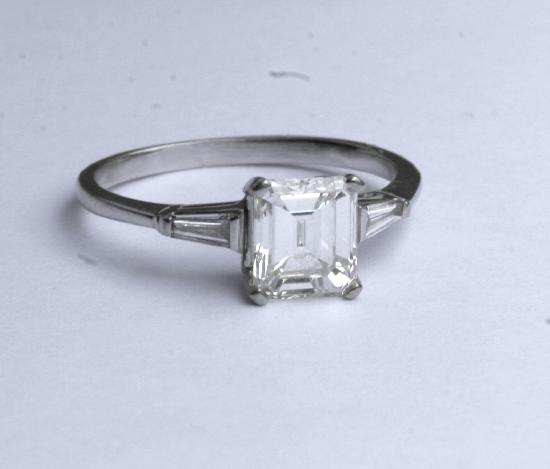 DIAMOND SOLITAIRE SQUARE CUT ENGAGEMENT RING