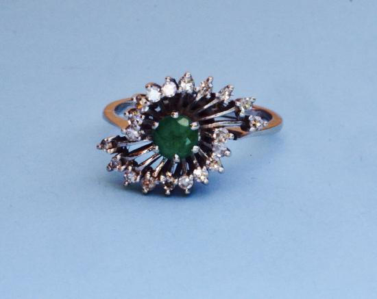 EMERALD AND DIAMOND VINTAGE ENGAGEMENT RING.