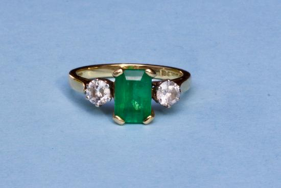 EMERALD AND DIAMOND VINTAGE ENGAGEMENT RING