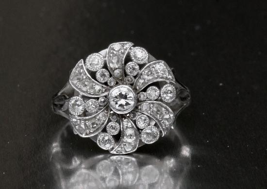 FABULOUS  DIAMOND CLUSTER ENGAGEMENT RING  VINTAGE
