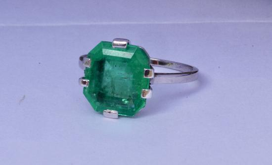 FABULOUS ART DECO COLUMBIAN EMERALD SOLITAIRE