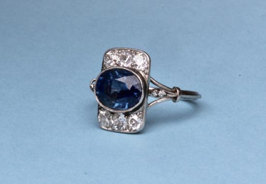 FABULOUS ART DECO SAPPHIRE AND DIAMOND ENGAGEMENT RING