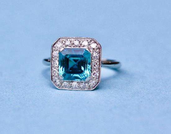FINE QUALITY  ZIRCON AND DIAMOND RING.