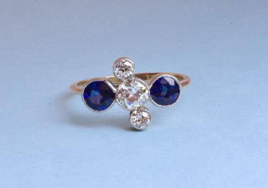 FINE QUALITY 1920S SAPPHIRE AND DIAMOND ENGAGEMENT RING