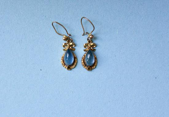 GOLD AND MOODSTONE EARRINGS