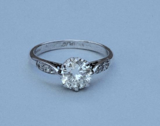 GOOD QUALITY DIAMOND SOLITAIRE ENGAGEMENT RING