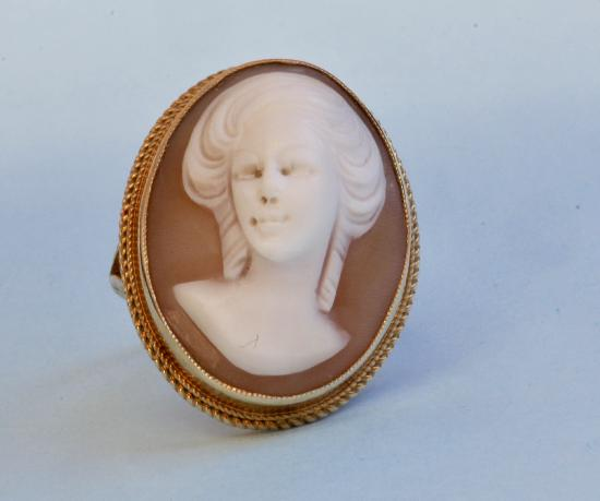 LADIES CAMEO RING