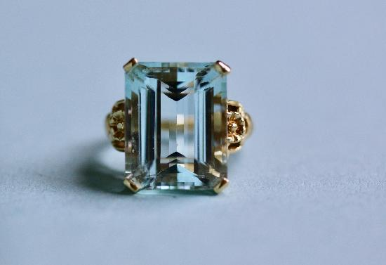 LARGE AQUAMARINE VINTAGE COCKTAIL RING