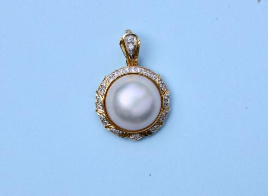 LARGE MABE PEARL AND DIAMOND PENDANT