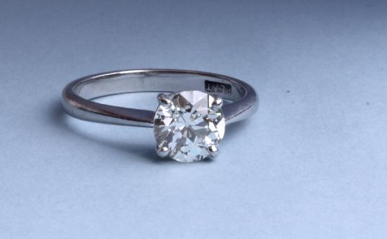 PLATINUM  DIAMOND SOLITAIRE VINTAGE