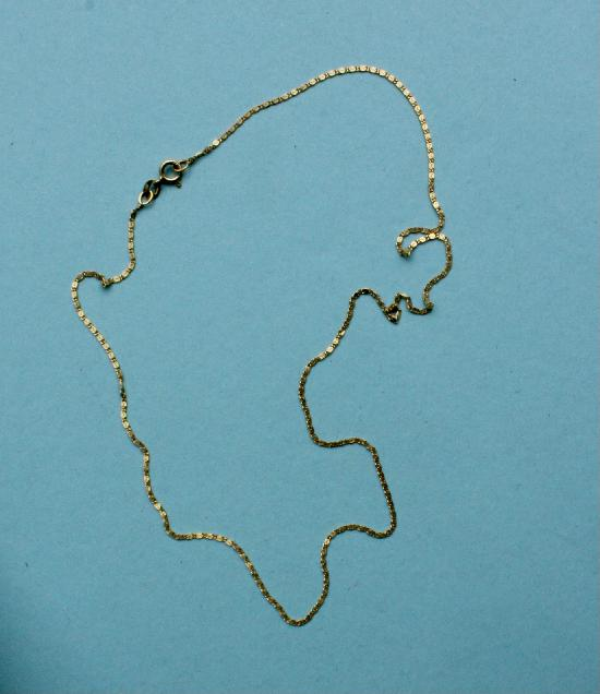 PRETTY 18CT GOLD NECK CHAIN