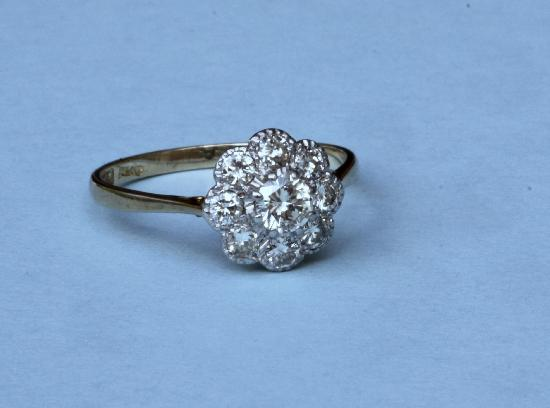 PRETTY VINTAGE DAISY DIAMOND CLUSTER ENGAGEMENT RING
