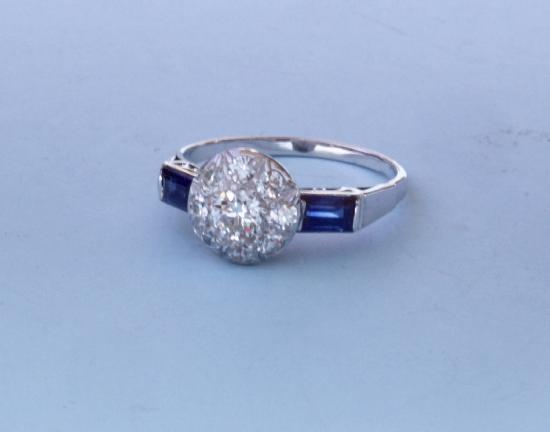 PRETTY VINTAGE DIAMOND CLUSTER ENGAGEMENT RING