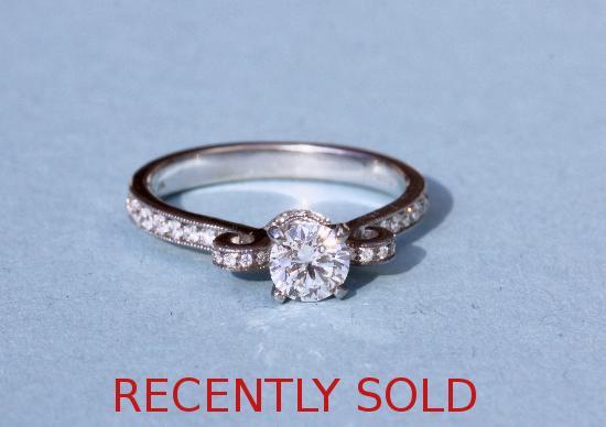 TOP QUALITY STUNNING DIAMOND ENGAGEMENT RING