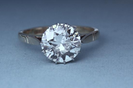 STUNNING CERTIFICATED 3.50CT SOLITAIRE DIAMOND ENGAGEMENT RING.