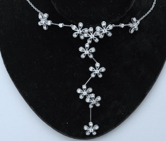 STUNNING DIAMOND NECKLACE