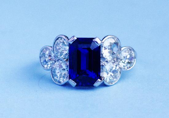 STUNNING SAPPHIRE AND DIAMOND ENGAGEMENT RING PLATINUM