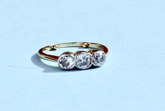 THREE STONE DIAMOND ENGAGEMENT RING CIRCA 1920