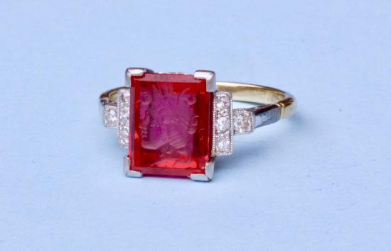 UNUSUAL ART DECO RUBY SPINEL INTAGLIO RING