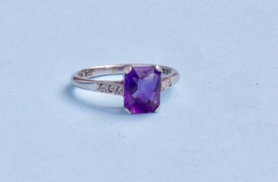 VINTAGE AMETHYST SINGLE STONE RING