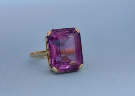 VINTAGE LARGE AMETHYST COCKTAIL RING.