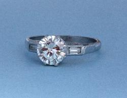 Pretty Solitaire Diamond Engagement Ring.